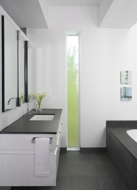 Окно в ванной комнате фото (13)