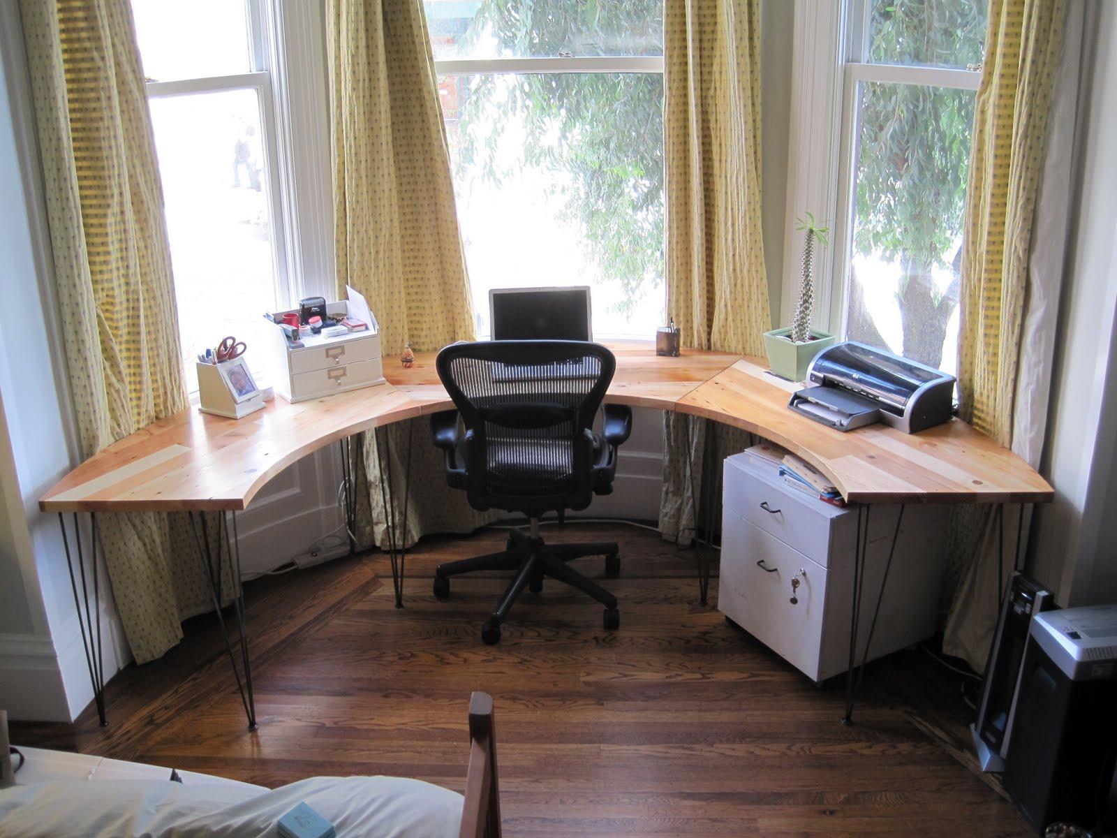 Гостиная с эркером: оригинальный интерьер в квартире и частн.