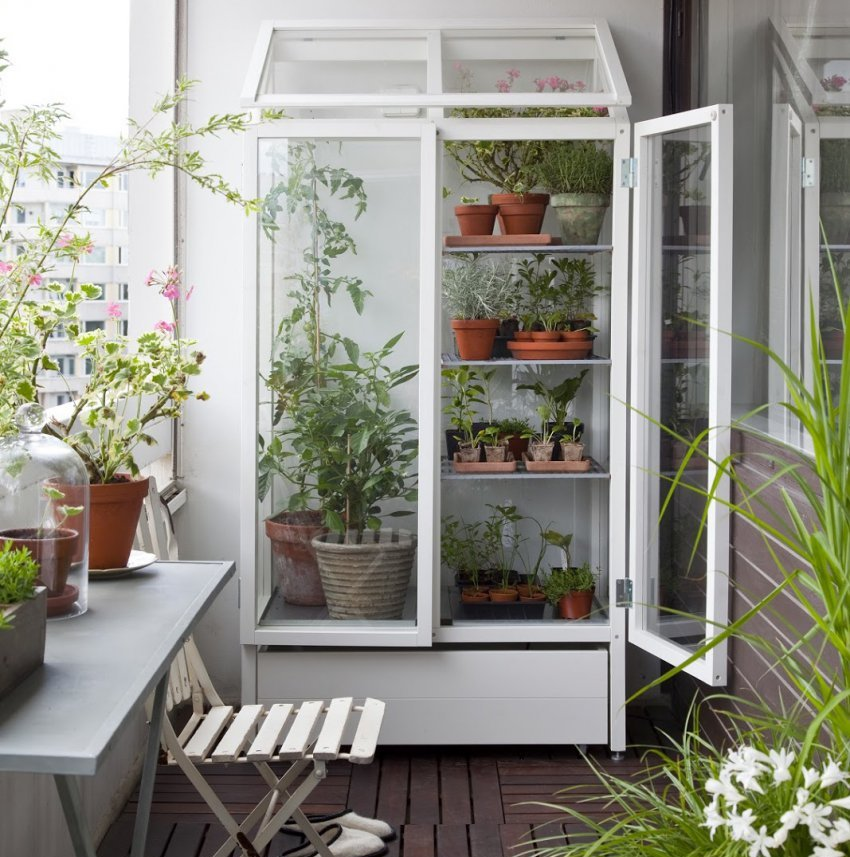 SHkaf-na-balkone-----udobno-i-praktichno 6