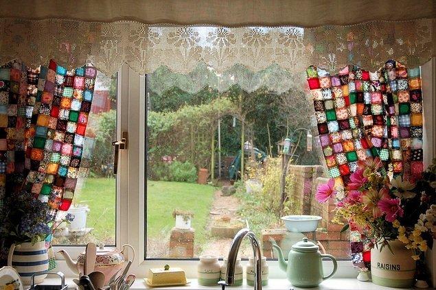 Loskutnyie-shtoryi-----originalnoe-ukrashenie-okna 4