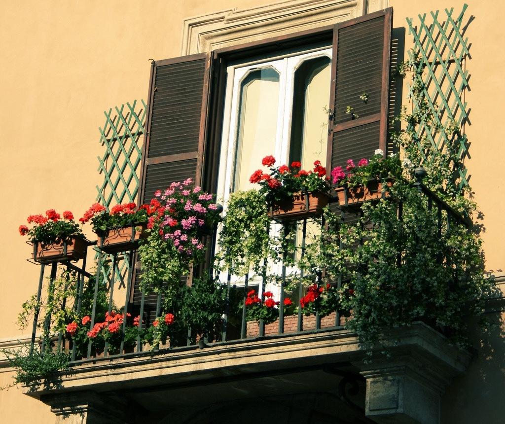 Originalnaya-otdelka-balkonov-vnutri-i-snaruzhi 4