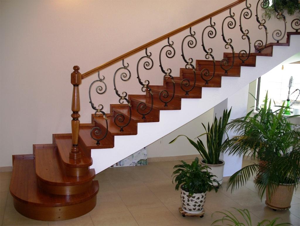 Лестницы на второй этаж железные 52
