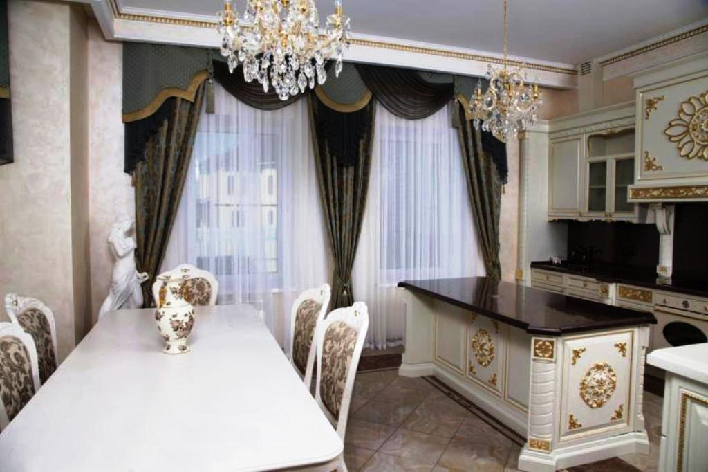 Классические шторы на кухню - фото