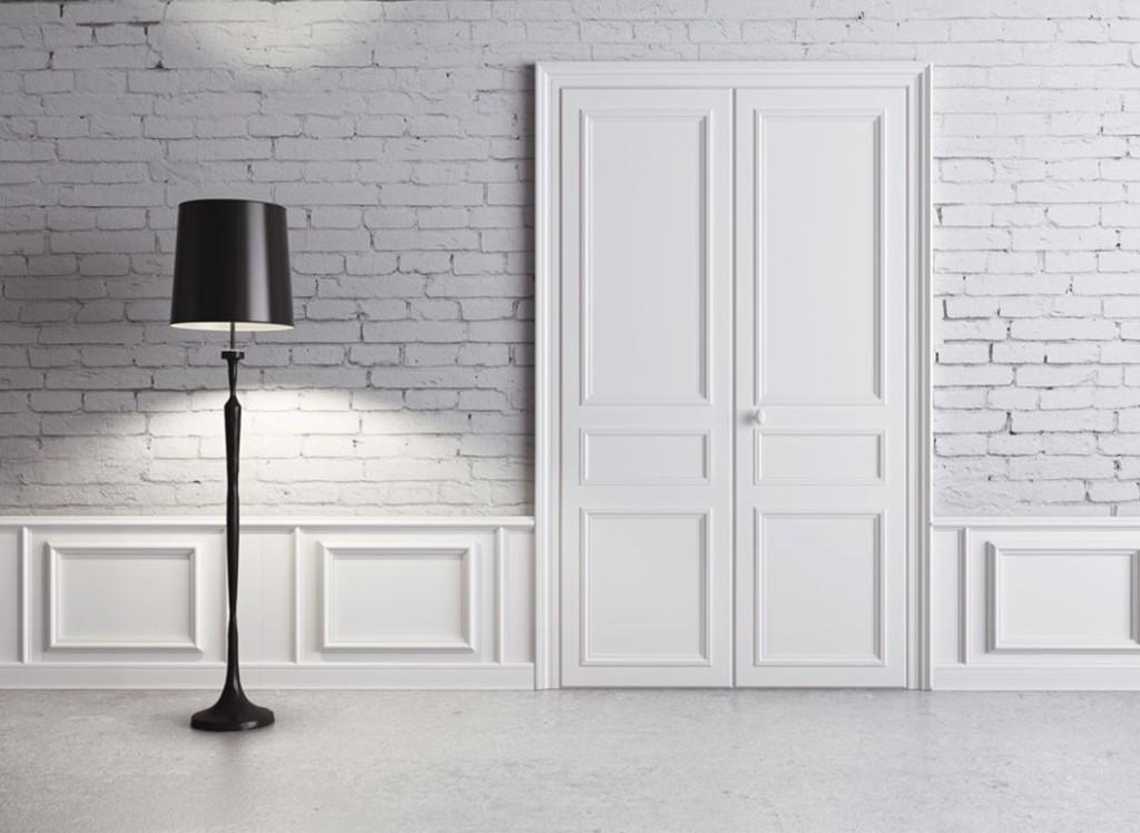 Белая дверь в интерьере фото