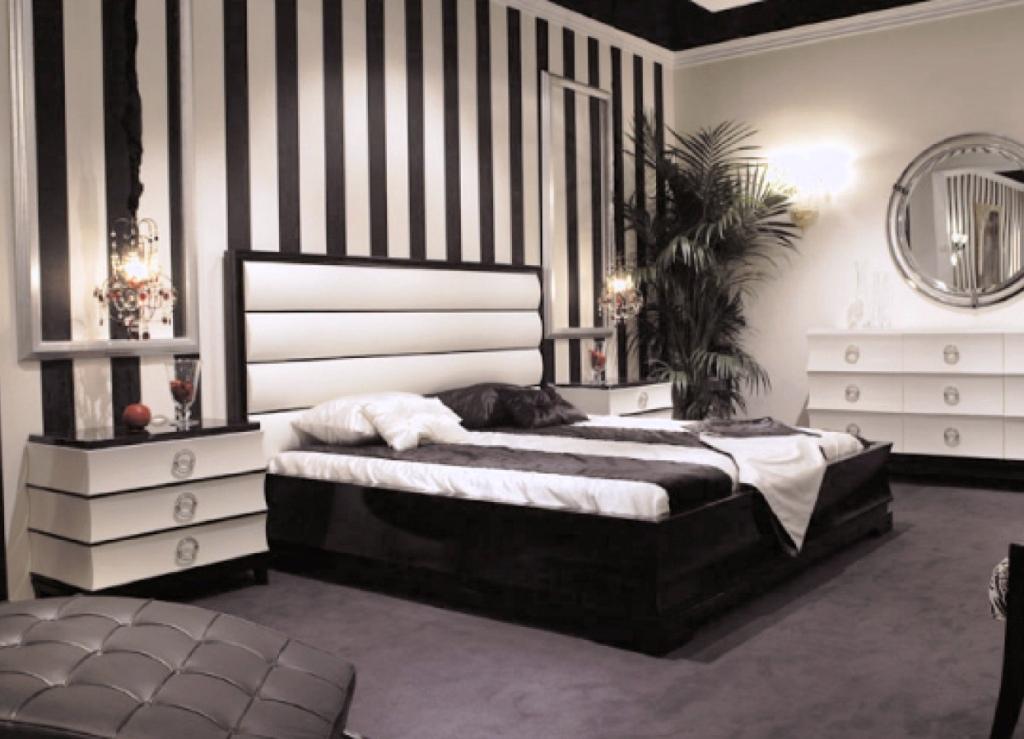 Контрастные черно-белые обои в спальню