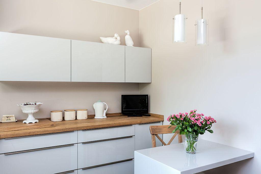 Современная кухня под дерево в скандинавском стиле